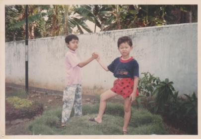 Saya dan Fandi,adik no-2. Ini setelah berantem kayaknya ;p